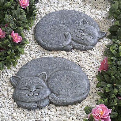 Home garden sleeping cat stepping stone facing right Round wooden stepping stones